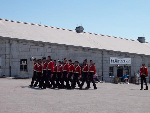 Ronde des troupes britanniques dans le Fort Henry