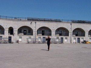 Intérieur du Fort Henry de Kingston, et son flutiste SVP !