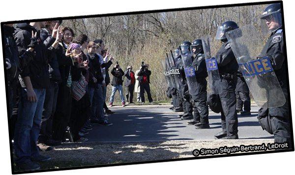Arrestation de plus de 160 étudiants près de l'Université du Québec en Outaouais.